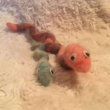 Kid's Fiber Craft: How to Wet Felt a Snake