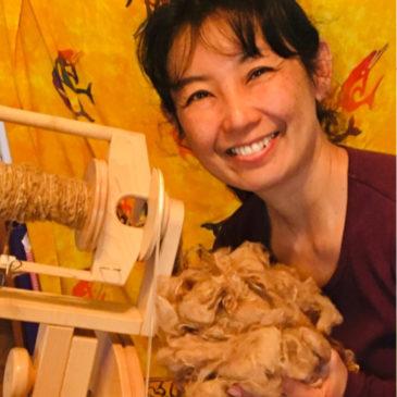 Handspin Suri Alpaca Fleece Demo on a Spinning Wheel